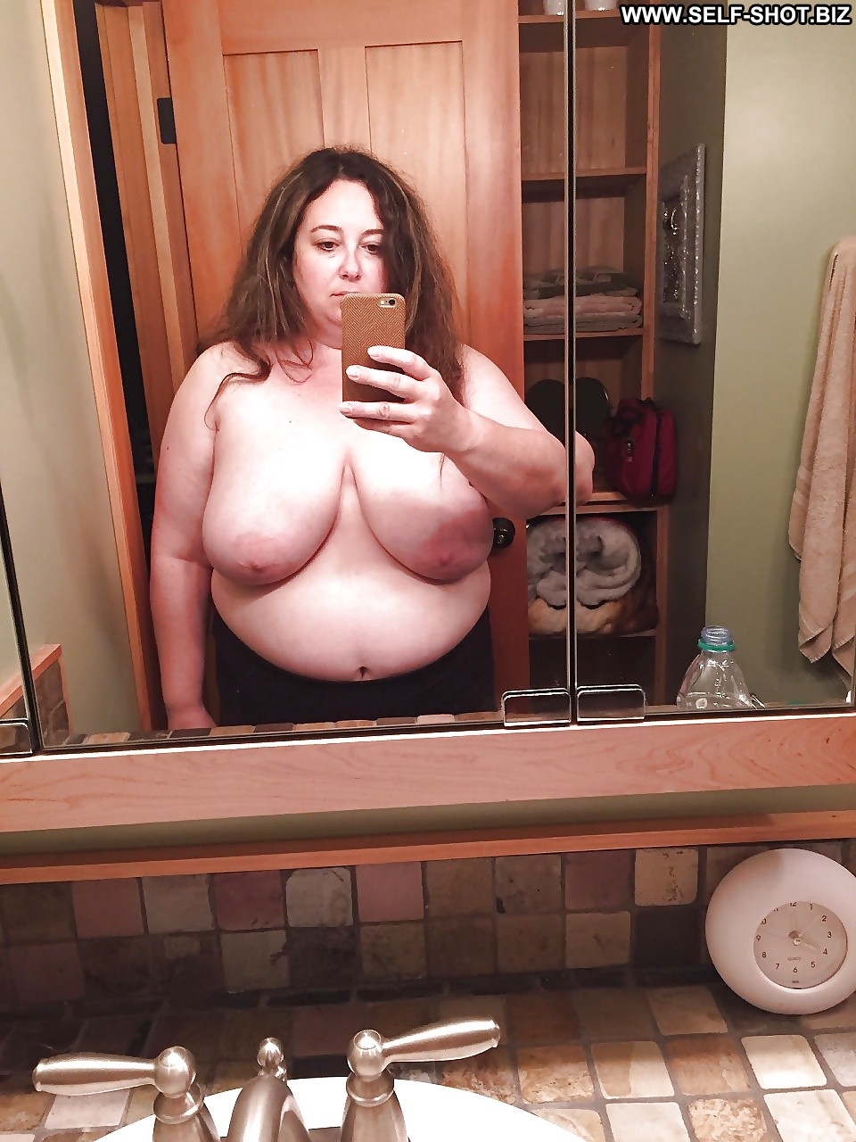 sexy fat girls pooping