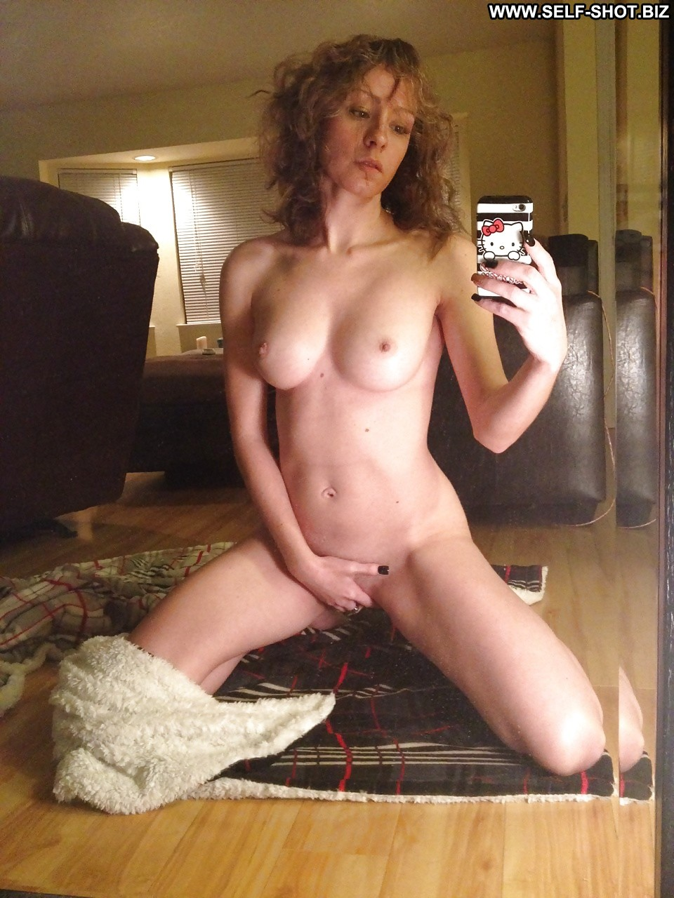 brunette woman on knees nude