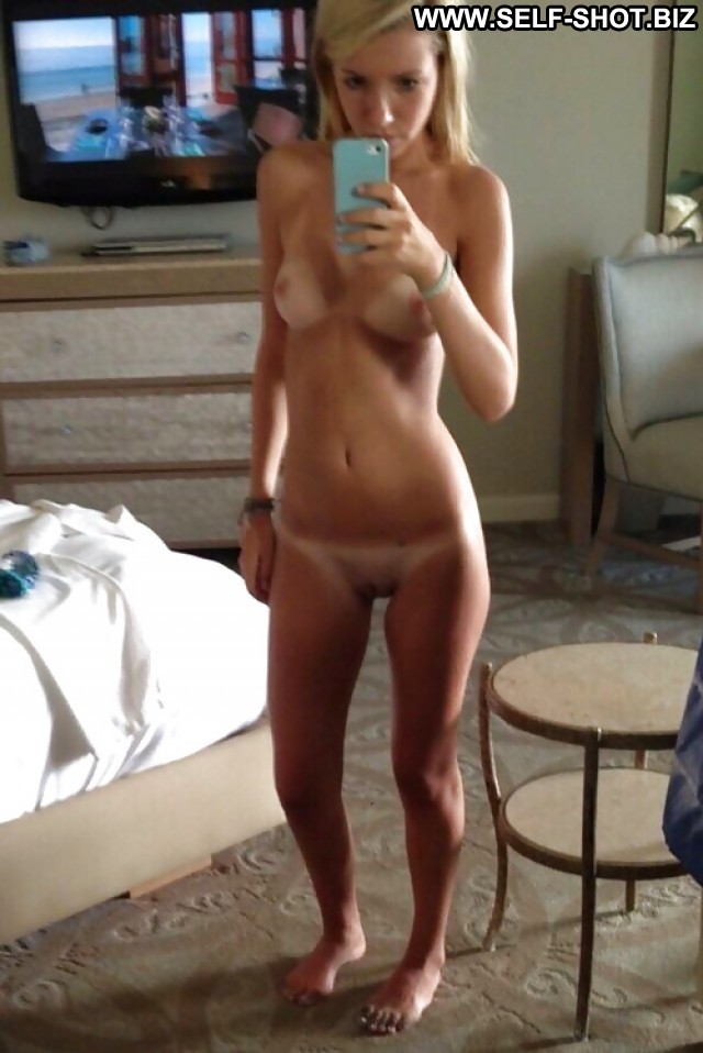 Nina Private Pictures Hot Babe Self Shot Sexy Selfie Amateur