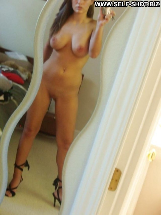 Dominique Private Pictures Hot Self Shot Flashing Self Shot Amateur