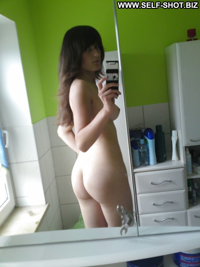 Katarina Private Pictures Selfie Amateur Hot Babe Bathroom Self Shot