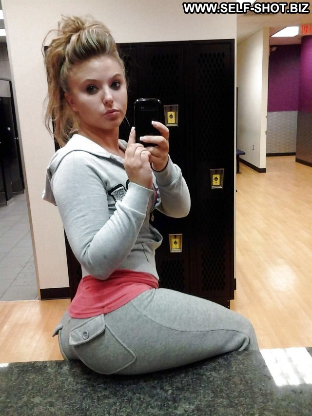 Rosina Private Pictures Hot Selfie Sexy Ass Self Shot Babe Spandex