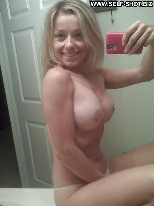 Elenore Private Pictures Selfie Hot Babe Milf Amateur Self Shot